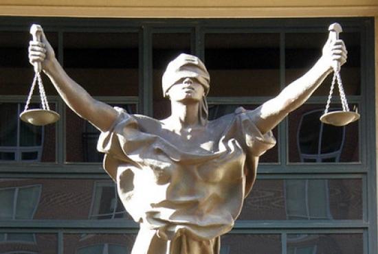 Tòa án và nguyên tắc xét xử theo lẽ công bằng